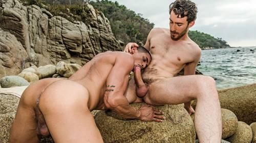 Macho Dotado Fode Gay Na Praia