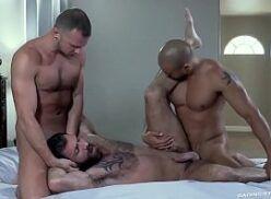Trio aprontando no motel