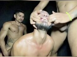 Moreno virando putinha dos amigos