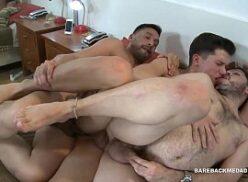 Machos gays fazendo um trenzinho