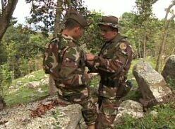 Soldados colombianos cheios de tesão na selva
